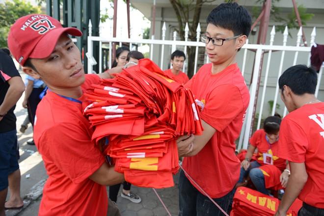 CĐV ồ ạt kéo về sân vận động Mỹ Đình xem trận U19 Việt Nam 8