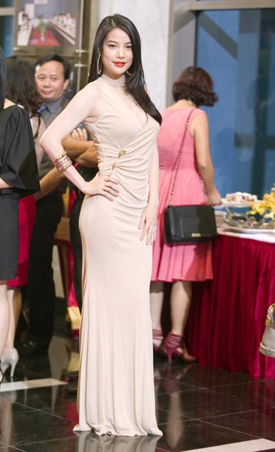 Trương Ngọc Ánh gợi cảm tại lễ trao giải Ấn tượng VTV 2014  5