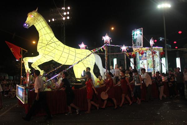 Chiêm ngưỡng lễ hội Trung thu lớn nhất Việt Nam 10