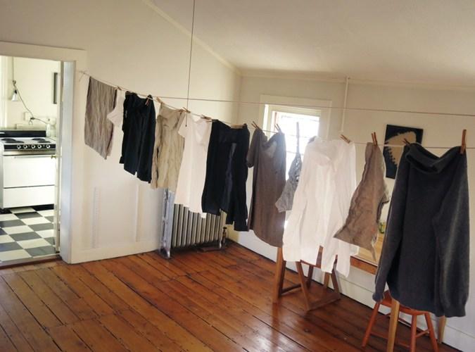 Tác hại nguy hiểm của việc phơi quần áo trong nhà 5