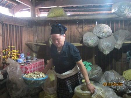 Bệnh nhân từ cõi chết trở về nhờ bài thuốc gia truyền của người Thái đen 4