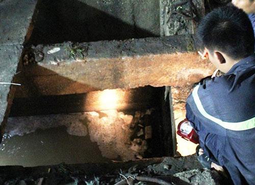 Tìm thấy thi thể bé trai 9 tuổi bị cuốn xuống cống 4