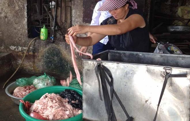 Rùng mình với xưởng mỡ bẩn chuyên cung cấp cho các quán nướng Hà Nội 10