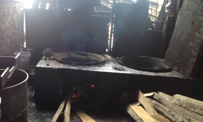 Rùng mình với xưởng mỡ bẩn chuyên cung cấp cho các quán nướng Hà Nội 11