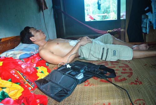 Hình ảnh Người duy nhất ở Việt Nam sống nhờ sạc điện vào tim số 2