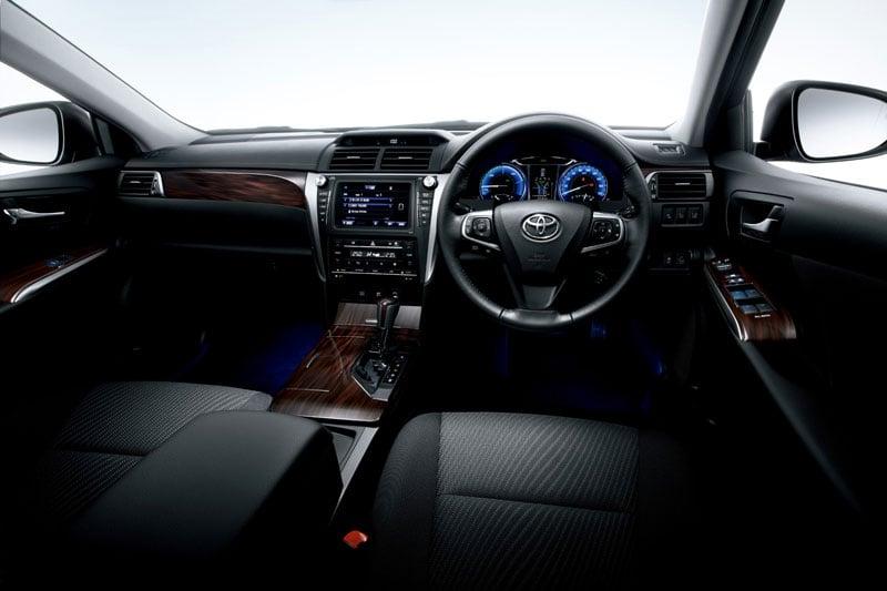 Hình ảnh Toyota Camry Hybrid : 4 lít xăng cho 100km số 3