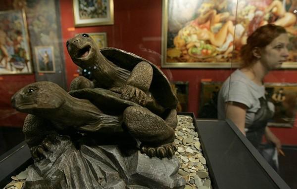 Đỏ mặt tham những bảo tàng 'sung sướng' kỳ lạ trên thế giới 8