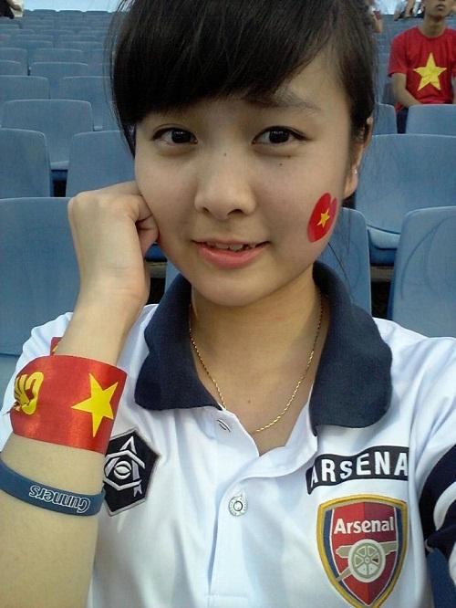 Nữ CĐV U19 Việt Nam khóc nức nở khi cúp vô địch được trao cho Nhật Bản 8
