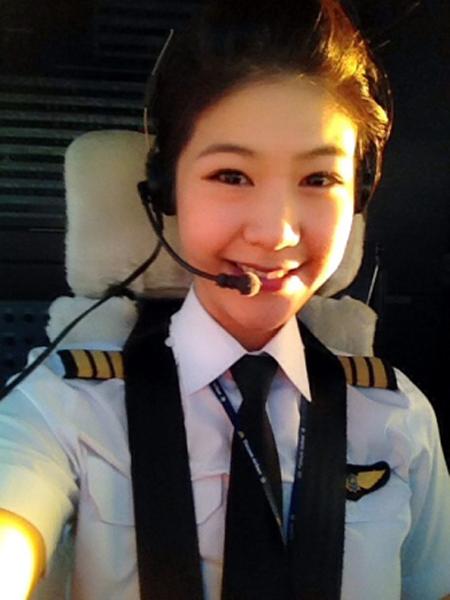 Cận cảnh vẻ đẹp của nữ phi công Việt gây sốt cộng đồng mạng 9