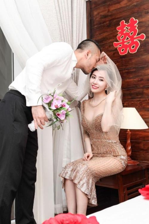 """""""Cá sấu chúa"""" Quỳnh Nga khoe dáng gợi cảm sau khi kết hôn 9"""