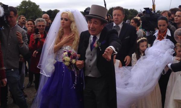 Bộ ảnh cưới của tỉ phú 81 tuổi và người mẫu trẻ Playboy 5