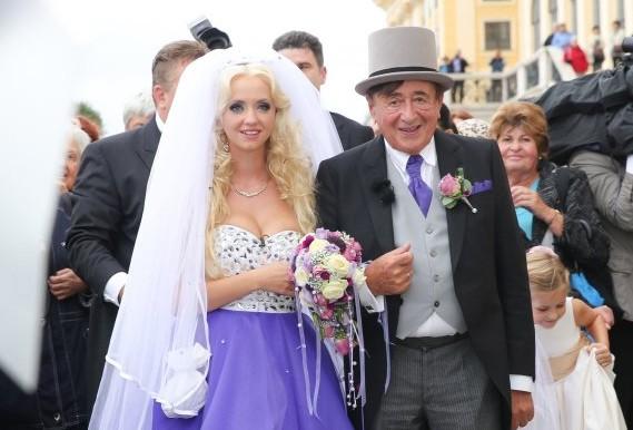 Bộ ảnh cưới của tỉ phú 81 tuổi và người mẫu trẻ Playboy 8