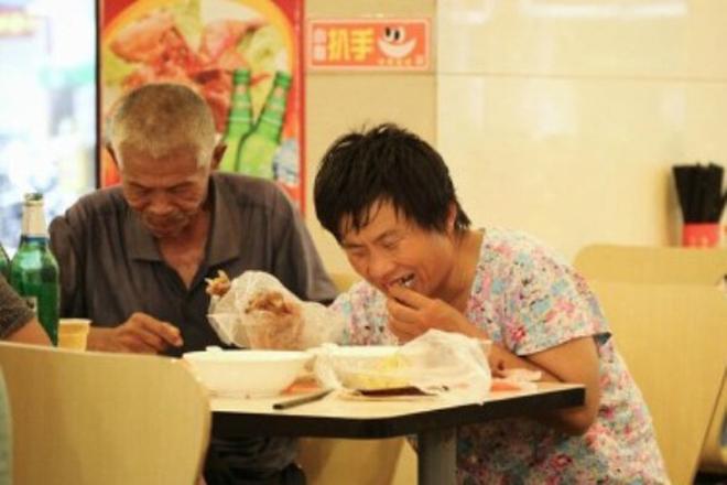 Cận cảnh một buổi hành nghề của nhóm ăn mày chuyên nghiệp 8