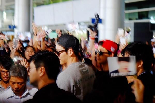 Kim Woo Bin đến Việt Nam, thân thiện vẫy tay chào fan 8