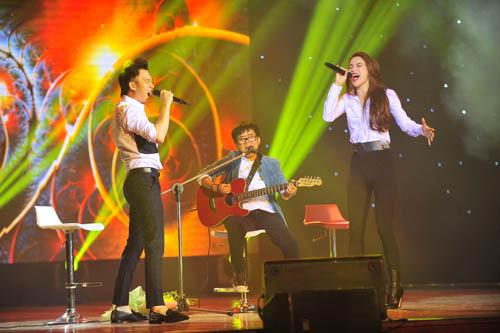 Hồ Ngọc Hà vừa ôm fan nhí vừa nhảy sung trên sân khấu 6