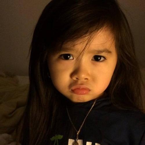 """Bé gái 4 tuổi dễ thương nói 4 thứ tiếng """"đốn tim"""" cư dân mạng 8"""