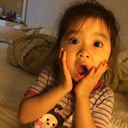 """Bé gái 4 tuổi dễ thương nói 4 thứ tiếng """"đốn tim"""" cư dân mạng 7"""
