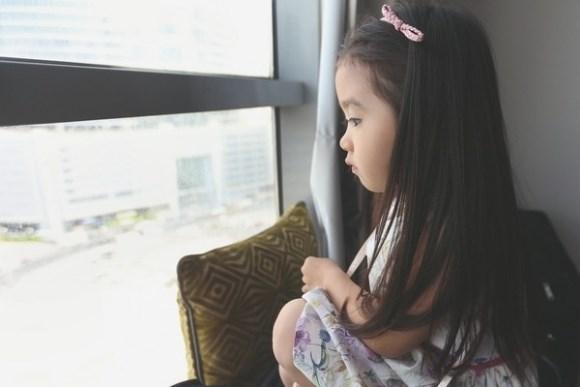 """Bé gái 4 tuổi dễ thương nói 4 thứ tiếng """"đốn tim"""" cư dân mạng 18"""