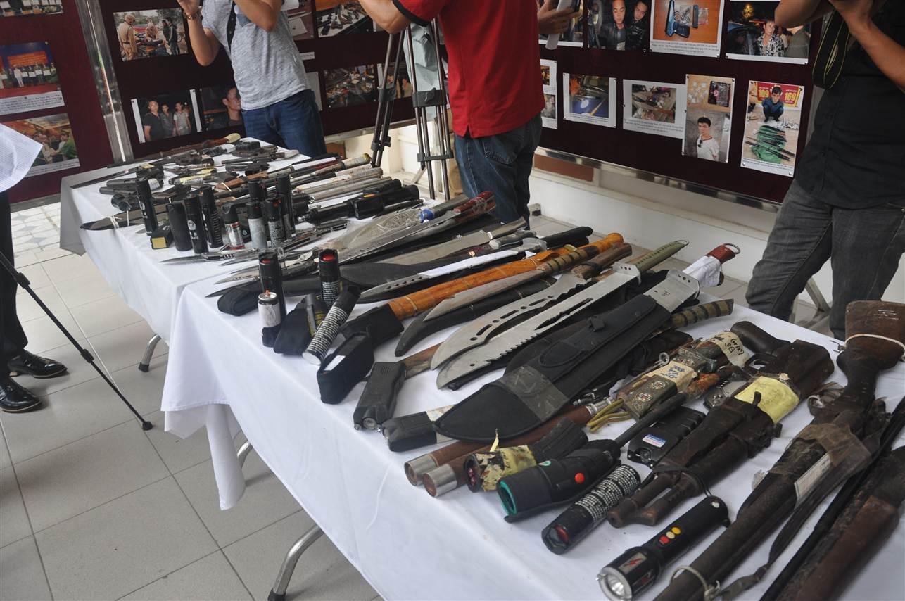 Cận cảnh kho vũ khí giang hồ do lực lượng 141 tịch thu 14