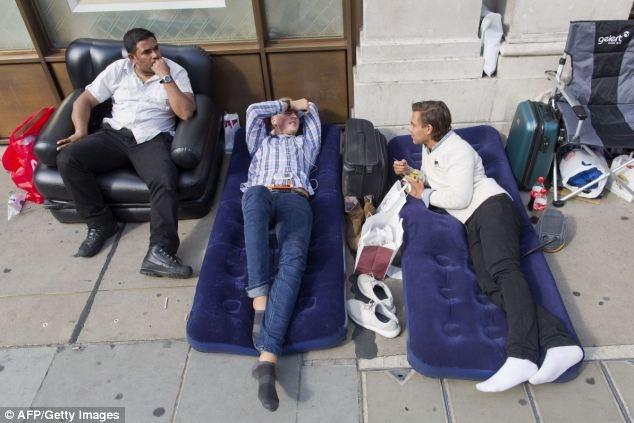 Dòng người xếp hàng chờ mua iPhone 6 ở các nước 14