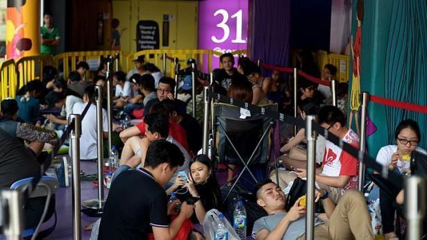 Dòng người xếp hàng chờ mua iPhone 6 ở các nước 16