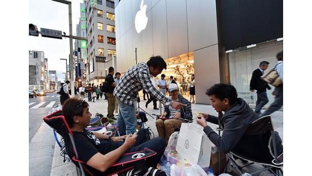 Dòng người xếp hàng chờ mua iPhone 6 ở các nước 18