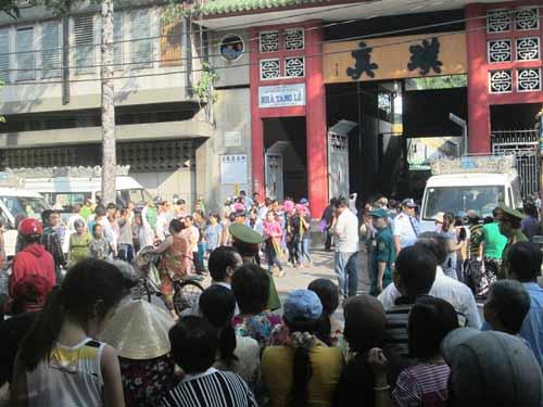 Dòng người tiễn đưa 7 nạn nhân chết cháy ở Sài Gòn 5