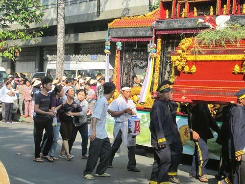 Dòng người tiễn đưa 7 nạn nhân chết cháy ở Sài Gòn 9