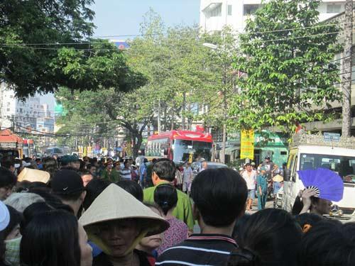 Dòng người tiễn đưa 7 nạn nhân chết cháy ở Sài Gòn 11