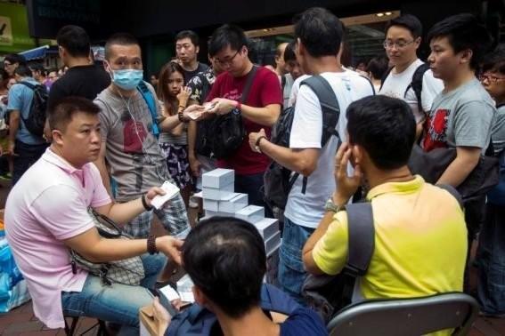 Mua iPhone 6 dễ như... mua rau ở Singapore, Hong Kong 6