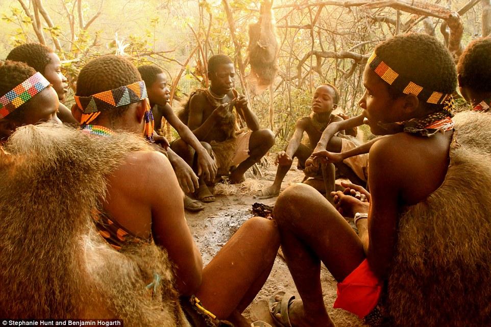 Cận cảnh bộ tộc cổ nhất của loài người 5