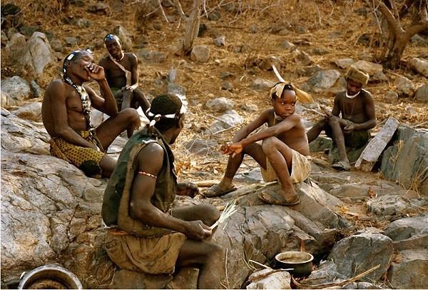 Cận cảnh bộ tộc cổ nhất của loài người 7