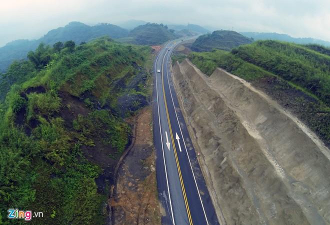 Phong cảnh kỳ vĩ trên tuyến cao tốc dài nhất Việt Nam 7