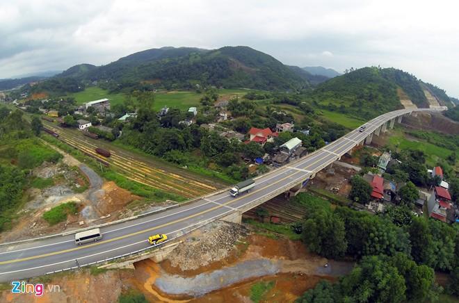 Phong cảnh kỳ vĩ trên tuyến cao tốc dài nhất Việt Nam 10