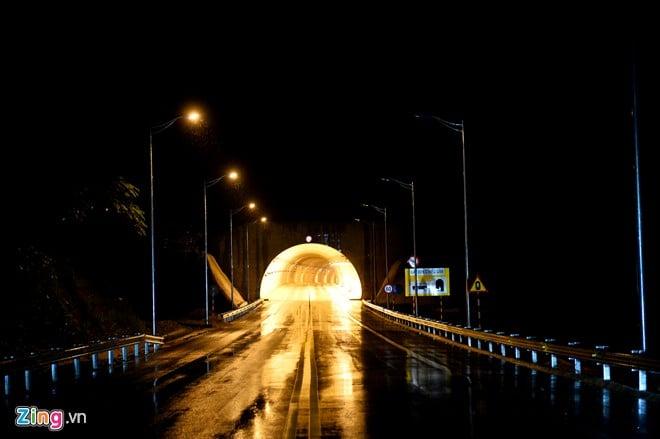 Phong cảnh kỳ vĩ trên tuyến cao tốc dài nhất Việt Nam 13