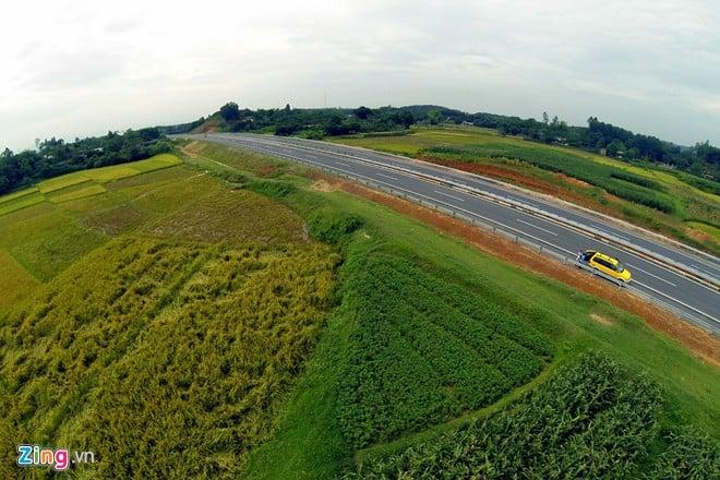 Phong cảnh kỳ vĩ trên tuyến cao tốc dài nhất Việt Nam 19