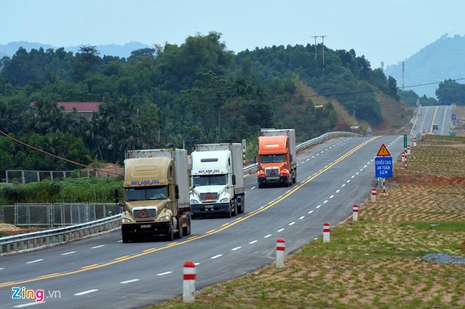 Phong cảnh kỳ vĩ trên tuyến cao tốc dài nhất Việt Nam 20