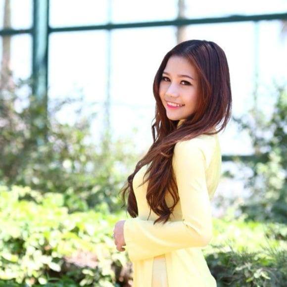 Hình ảnh Nhan sắc xinh đẹp của các hot girl 9X kiếm tiền tỷ mỗi năm số 2