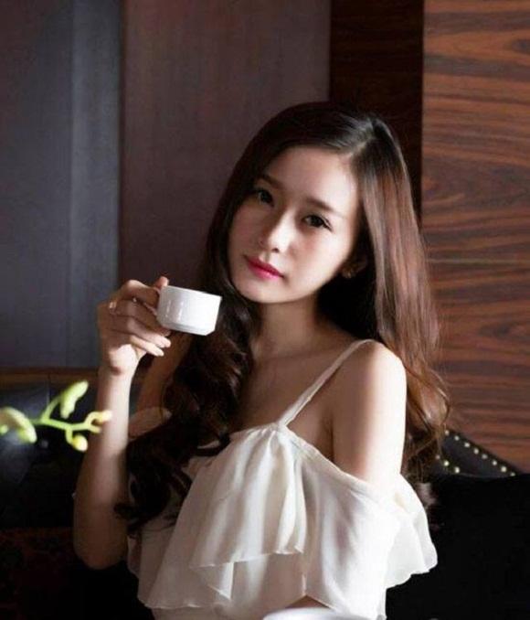 Hình ảnh Nhan sắc xinh đẹp của các hot girl 9X kiếm tiền tỷ mỗi năm số 4