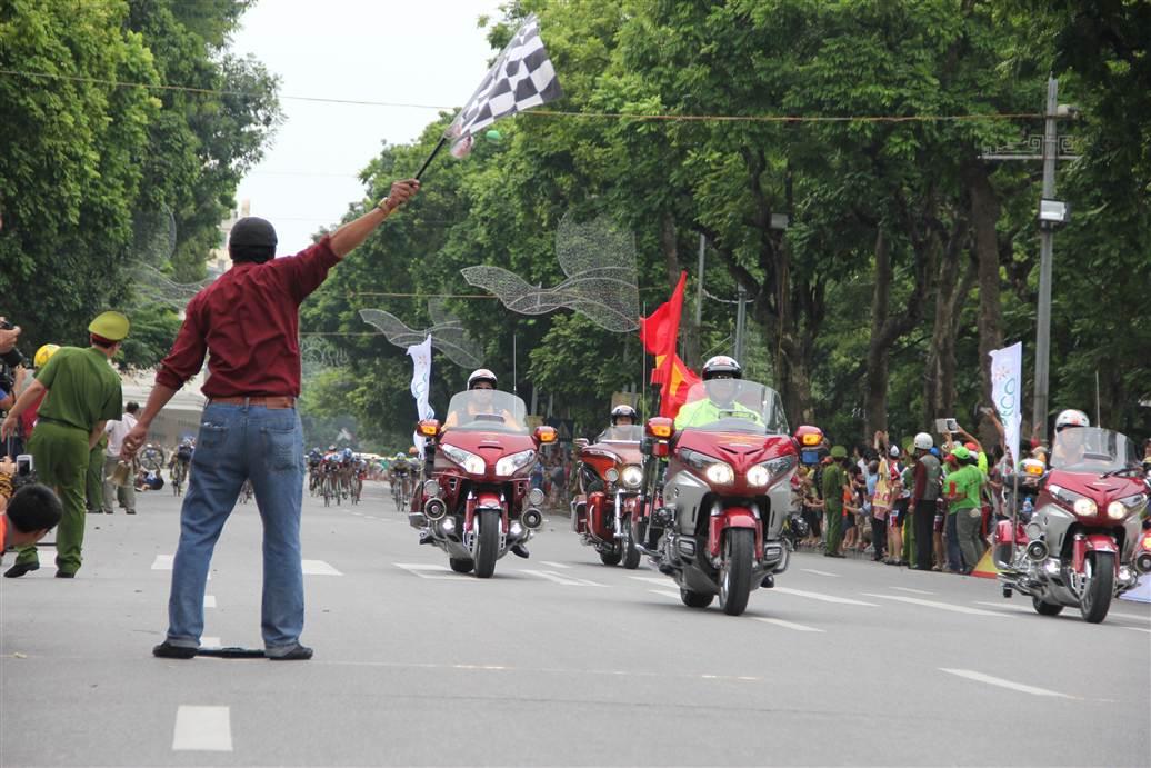 Ngắm dàn siêu xe tại giải đua xe đạp Hà Nội mở rộng 2014 6