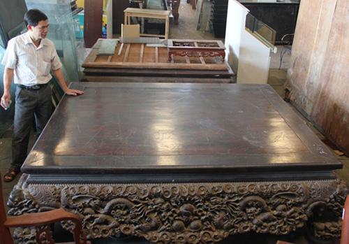 Chiếc sập gỗ trắc giá 1,5 tỷ đồng tại kho đồ cũ ở Hà Nội 6