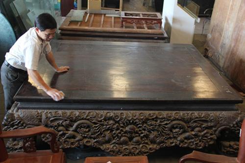 Chiếc sập gỗ trắc giá 1,5 tỷ đồng tại kho đồ cũ ở Hà Nội 7
