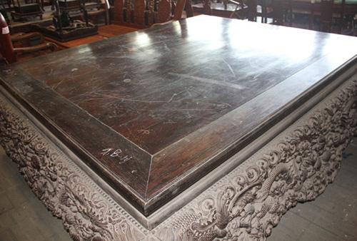 Chiếc sập gỗ trắc giá 1,5 tỷ đồng tại kho đồ cũ ở Hà Nội 12