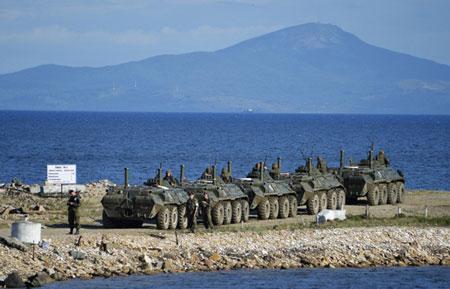 Xe bọc thép Nga bị sóng đánh chìm khi tập trận, 3 binh sĩ tử nạn 5