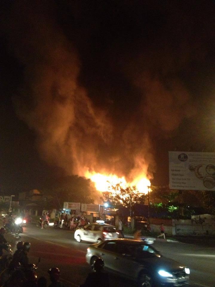 Cháy lớn tại bar Luxury Hà Nội: Có thể còn rất nhiều người mắc kẹt ở trong 6