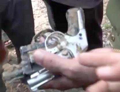 Giang hồ cướp súng của cảnh sát giao thông để tử thủ 7