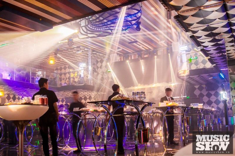 Cận cảnh ăn chơi trong bar Luxury trước khi cháy 7