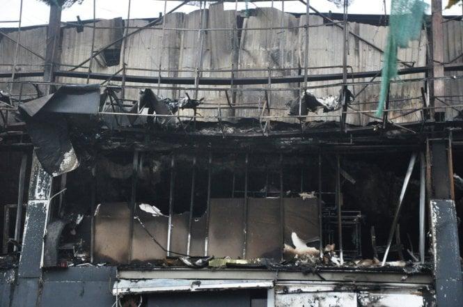 Chùm ảnh quán bar Luxury Hà Nội hoang tàn sau hỏa hoạn 4