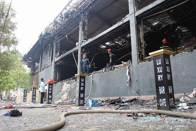 Chùm ảnh quán bar Luxury Hà Nội hoang tàn sau hỏa hoạn 5