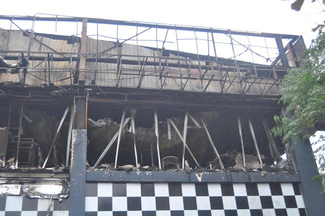 Chùm ảnh quán bar Luxury Hà Nội hoang tàn sau hỏa hoạn 10